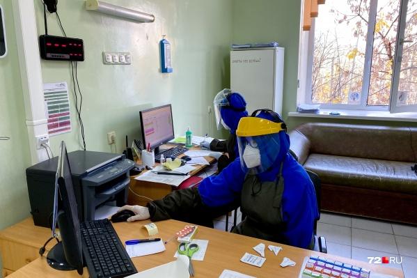 В регионе ухудшилась эпидобстановка: количество заболевших коронавирусом только растет. Неотложная помощь переведена на круглосуточный режим работы