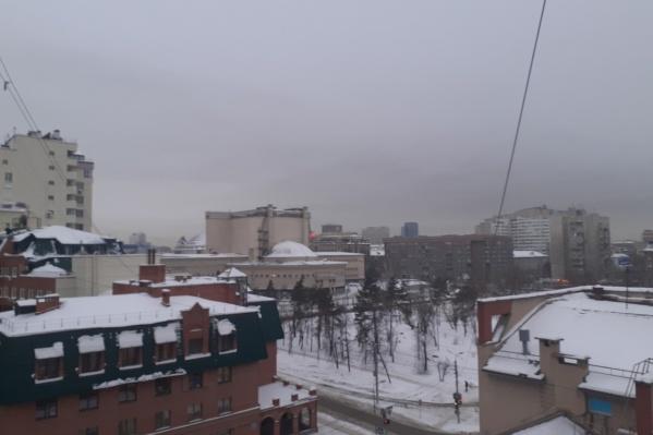 Небо над городом опять выглядит мрачно