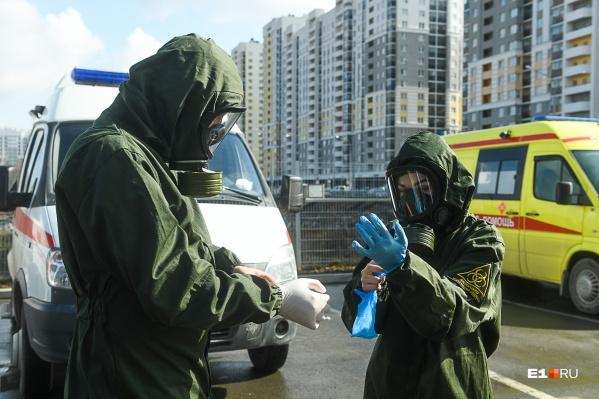 Самарцев с подозрением на COVID-19 доставляют в больницы спецбригады скорой помощи