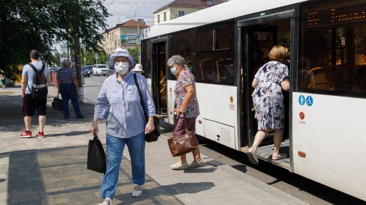 «На остановке случился коллапс»: волгоградцы потребовали вернуть популярную маршрутку