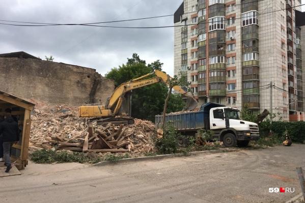 От здания почти ничего не осталось