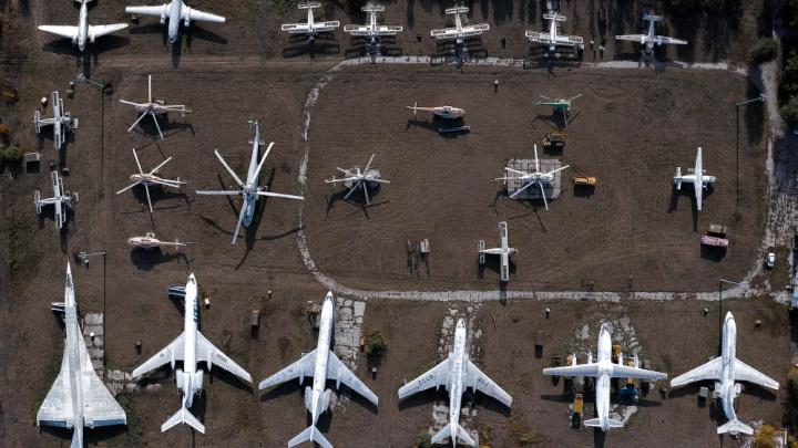 «Великие самолеты стоят в забвении»: фоторепортаж с авиабазы под Самарой