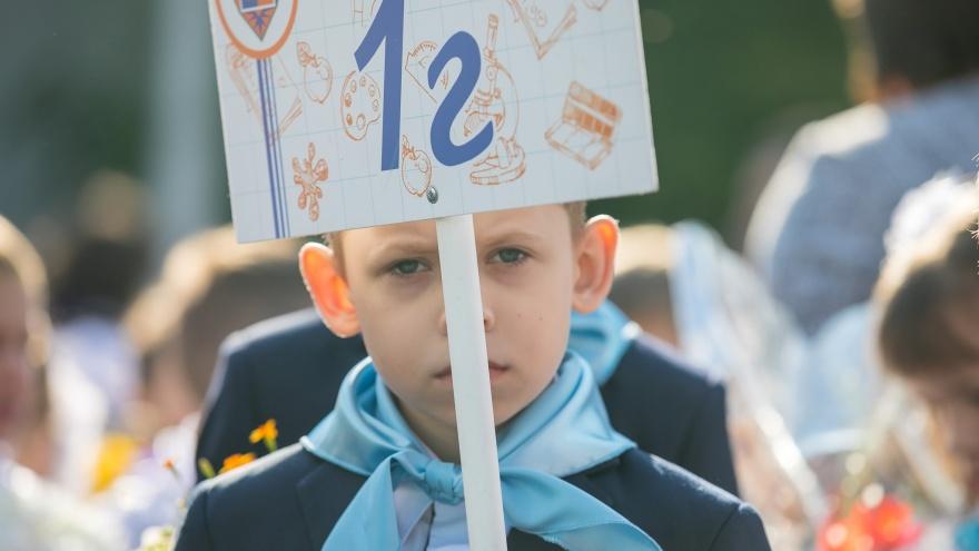 Алфавита не хватает. Почему в России есть школы, которые принимают по 40 детей в классы от «А» до «У»
