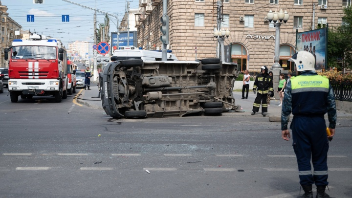 «Мы спасали пассажиров, а водитель Toyota звонил отцу»: очевидец рассказал о первых минутах после ДТП с маршруткой
