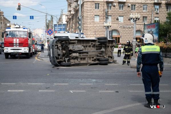Страшная авария произошла на злополучном перекрестке в центре Волгограда 18 августа