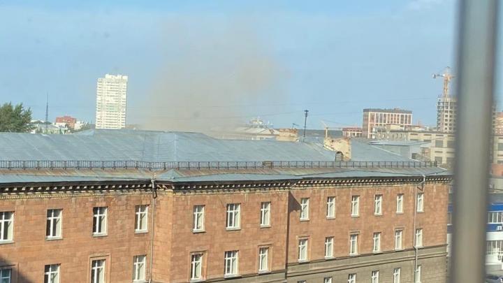 Новосибирцев напугал дым в районе площади Калинина. Объясняем, что случилось