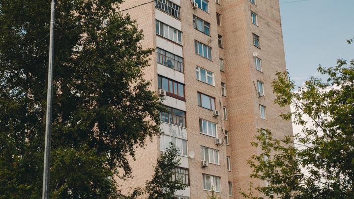 В Тюмени два ребенка выпали из окон многоэтажек