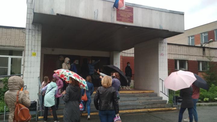 В челябинской школе после скандала стали сушить крышу в дождь