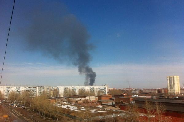 Дым видно за несколько кварталов