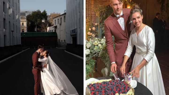 Танец в тумане: чемпионка мира из Новосибирска сыграла свадьбу в Москве — смотрим красивые снимки с церемонии