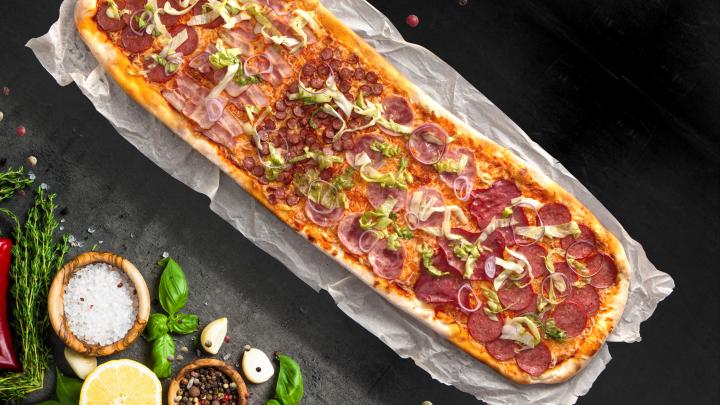 Вкуснятина огромного размера: в Тюмени стали делать необычные пиццы