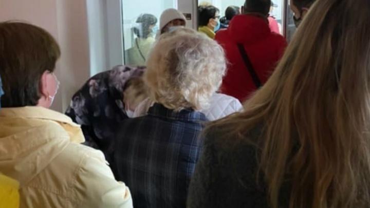 «Цены взлетели, пока мы стояли в очереди»: ярославцы пожаловались на ковид-лабораторию