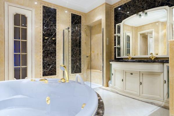 Так, например, выглядит ванная комната в одной из квартир
