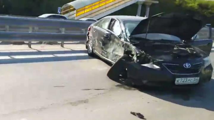На Советском шоссе столкнулись две иномарки — пострадали двое взрослых и ребёнок