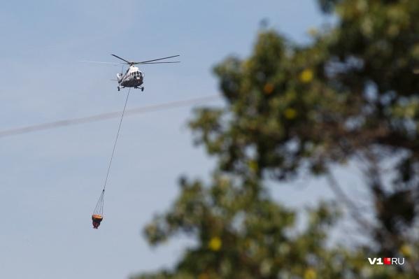 Верховые пожары тушили с помощью авиации МЧС