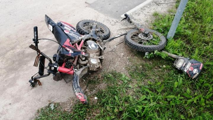 Бесправный мотоциклист врезался в автомобиль в Устьянском районе