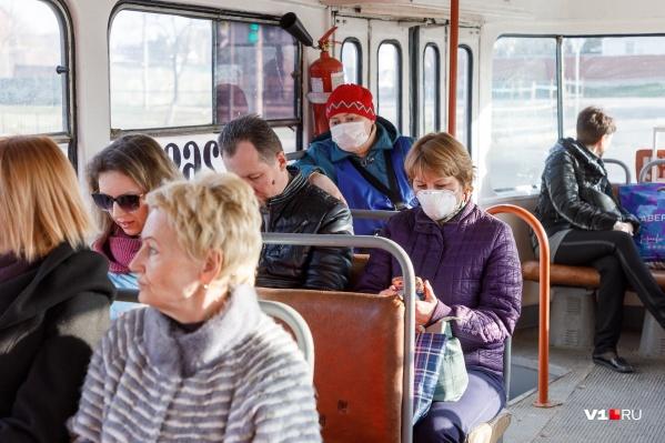 Волгоградцам Андрей Бочаров посоветовал не пользоваться общественным транспортом