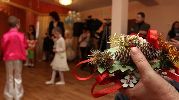 Будут смотреть на Деда Мороза из окна — как пройдут новогодние утренники в детских садах Новосибирска