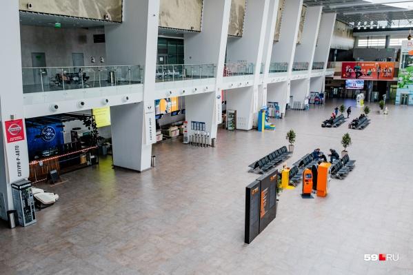 Девушки накануне прилетели из Крыма в пермский аэропорт