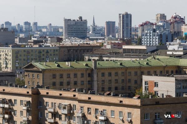 Жители Волгограда боятся наступающих холодов, оставшись наедине с холодными трубами