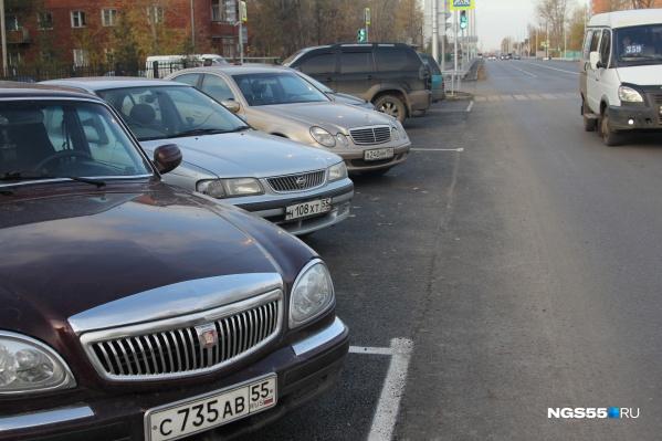 Обустроить бесплатную парковку можно только в полосе отвода дорог