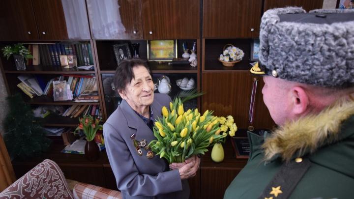 В Самарской области ветерана Великой Отечественной войны поздравили парадом у дома