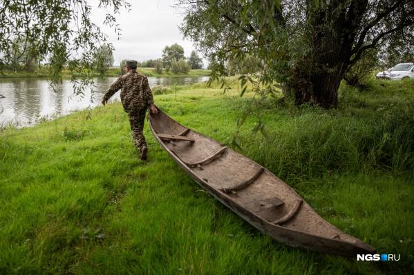 Технологии, по которым создают лодки-долблёнки, восходят к неолиту. Когда-то их делали в нескольких сёлах Колыванского района, но сейчас это ремесло живо только в Юрт-Акбалыке