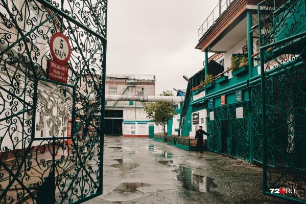 В колониях Тюмени и области сидят сотни преступников. Среди них есть несовершеннолетние и пенсионеры