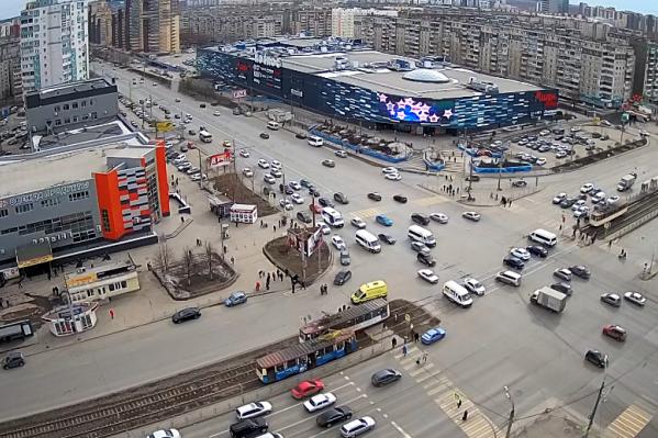 Трамвай сбил женщину на проспекте Победы