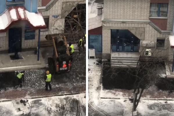 Судя по видео, рабочие кладут асфальт не на всей площади тротуара, а только в некоторых местах