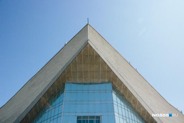 «Иртыш» (ныне СКК имени Блинова) — одна из визитных карточек города