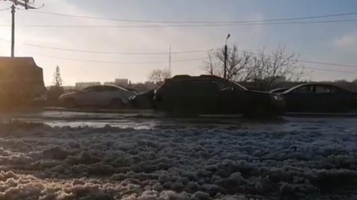 В Ростове дорогу перед Текучевским мостом залило водой