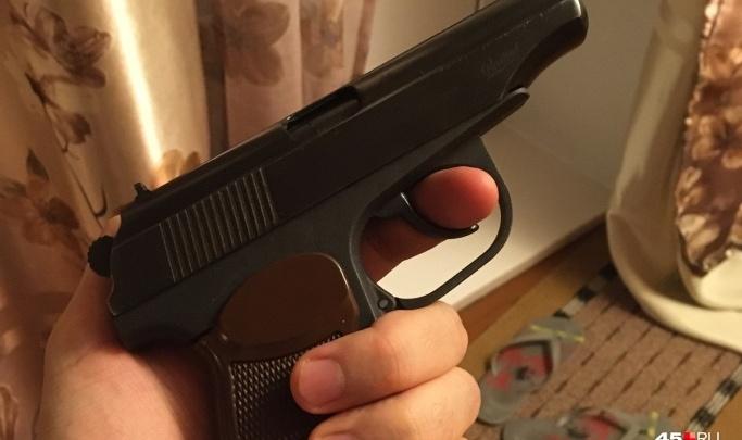В Кургане мужчина выстрелил из травматики в водителя легковушки и убежал