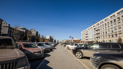 Всё равно понаехали: как забиты машинами парковки центра Новосибирска (куда они все приехали?)