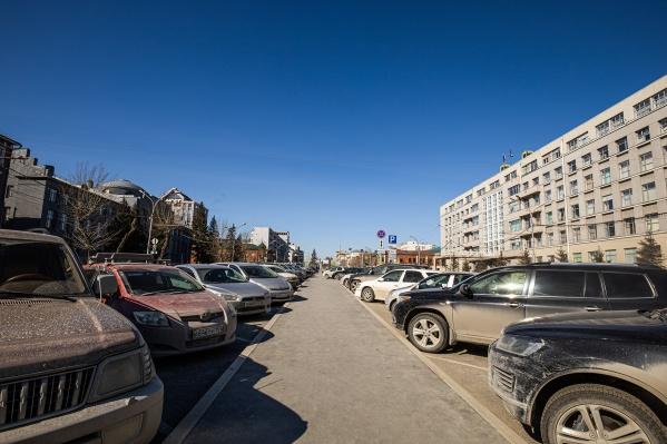 Парковка перед областным правительством
