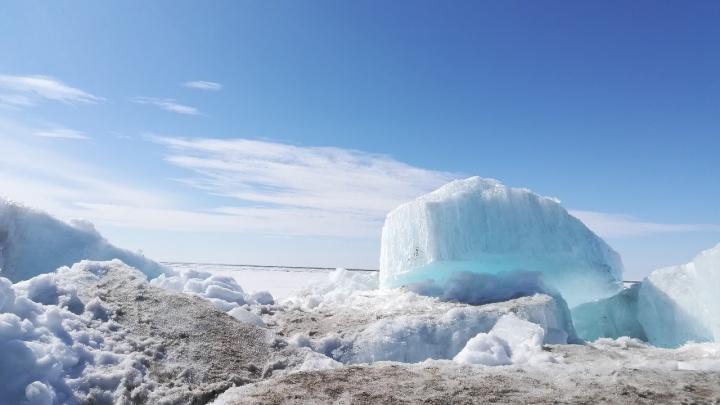 «Лето близко»: в Дудинке на месяц раньше начался ледоход