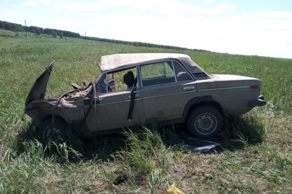 В машине, кроме водителя, ехали 7 пассажиров