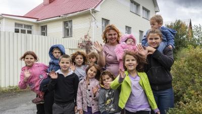 32-летняя мама двенадцати детей: «За глаза говорили, давайте мы тоже нарожаем, пусть и нам дом купят»