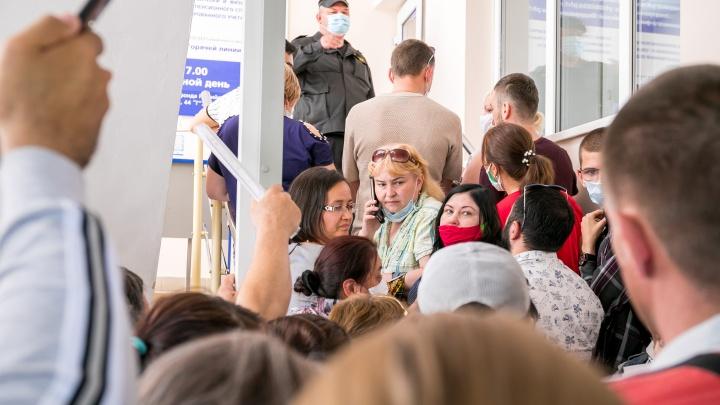 Огромная очередь выстроилась на Взлётке ради путинских пособий на детей