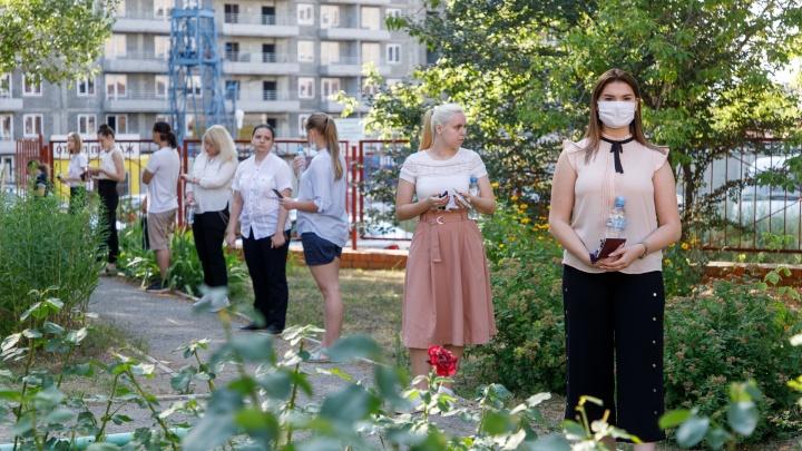 «Даже как будем учиться, не объяснили»: родители не знают, что будет с детьми в школах Волгограда