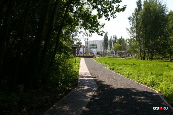 Прогуливаясь по дорожкам ботанического сада, не забывайте, что это рекреационная зона: бережно относитесь к природе