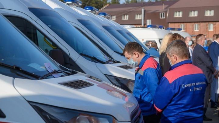 Минздрав закупил 34 машины скорой помощи для областных больниц