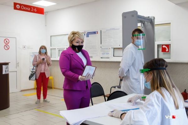 Депутат ГД приехала в Среднюю Ахтубу, чтобы проголосовать