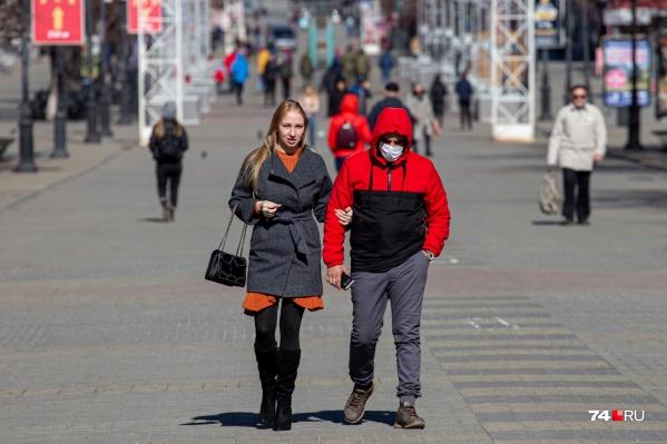 Какой толк о того, что один в маске, а другой нет, если вы живете вместе?