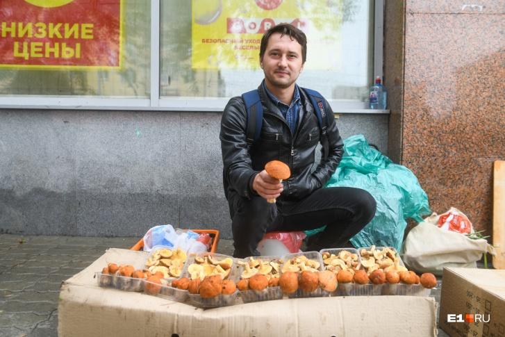 Илья каждый год приезжает в грибной сезон на Урал