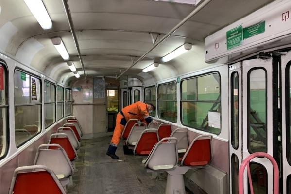 Техники в депо проверили исправность отопительной системы в вагонах