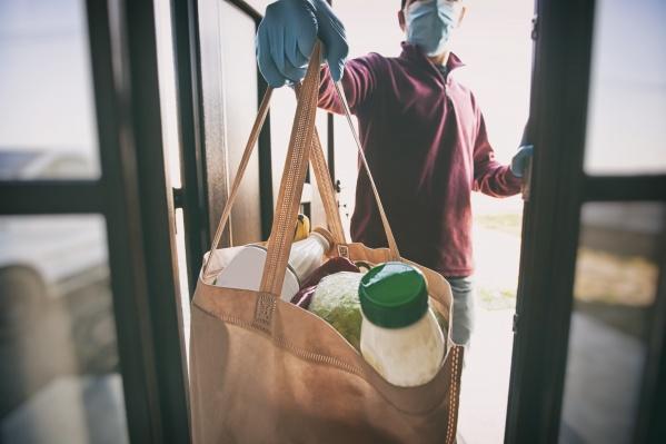 Сотрудники «Пятёрочки» и волонтеры помогали организовать доставку продуктов
