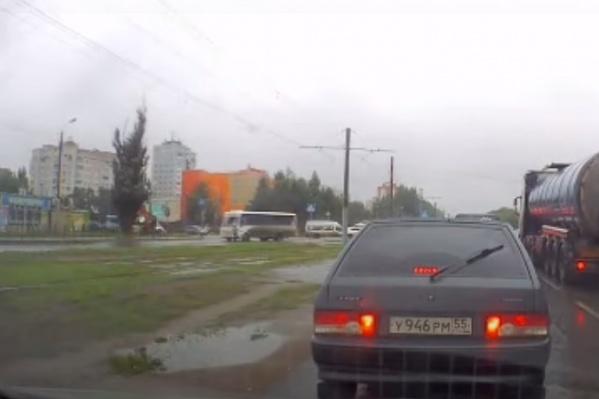 Автобус принадлежит индивидуальному предпринимателю Игорю Петухову