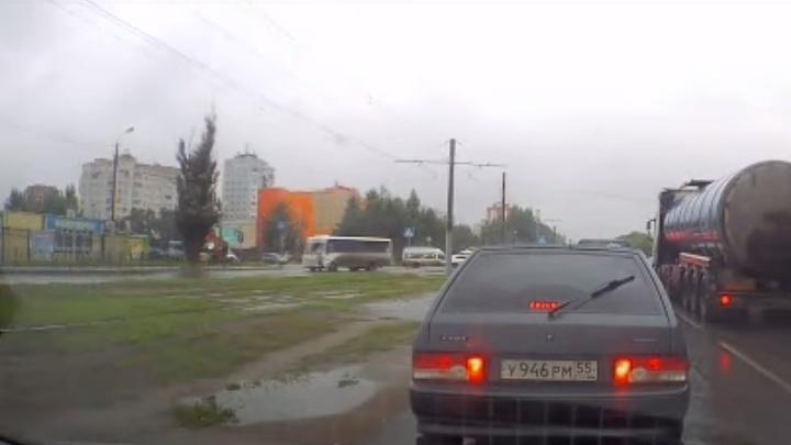 Появилось видео смертельного наезда автобуса на пешехода на улице Заозёрной