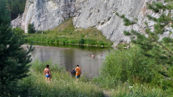 «Пробыл под водой 20 минут»: на Урале в реке утонул 16-летний парень